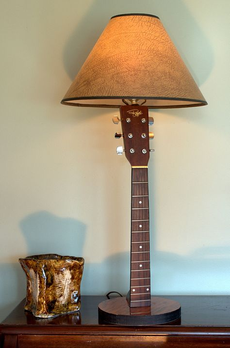 REuse Guitar Lamp 2