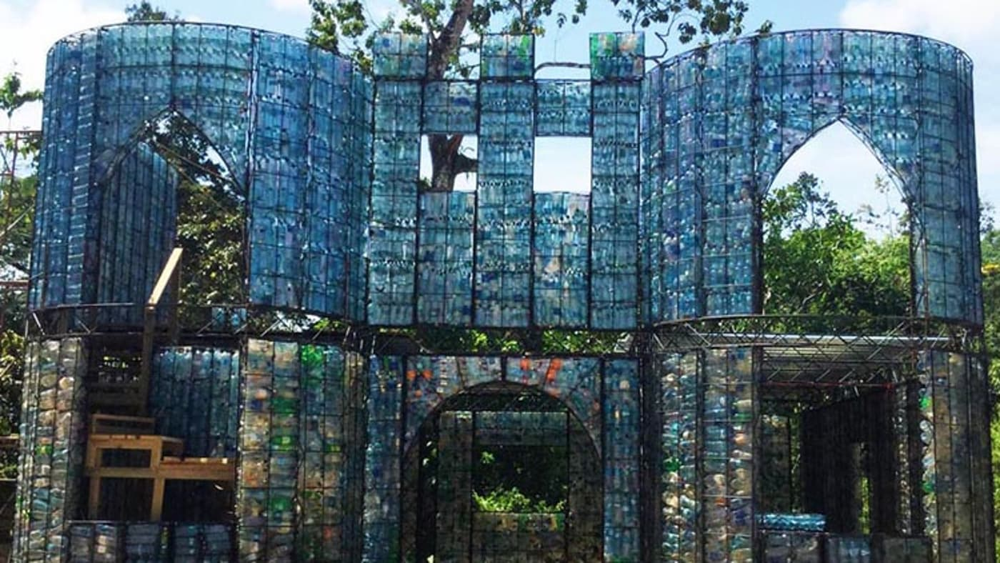 plastic-bottle-village-13